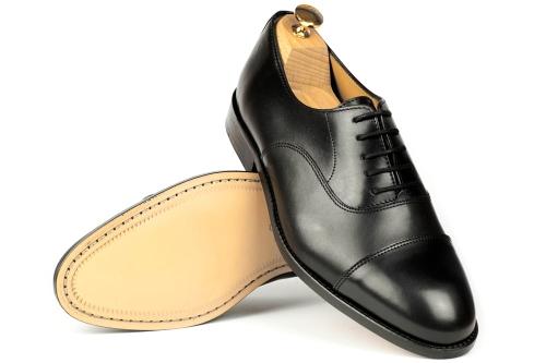 czrne buty męskie ze skórzaną podeszwą